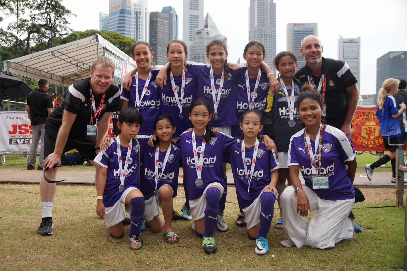 tp.'Taipei Breakers'為首支出戰新加坡之台灣青少女足球隊,勇奪第二名佳績