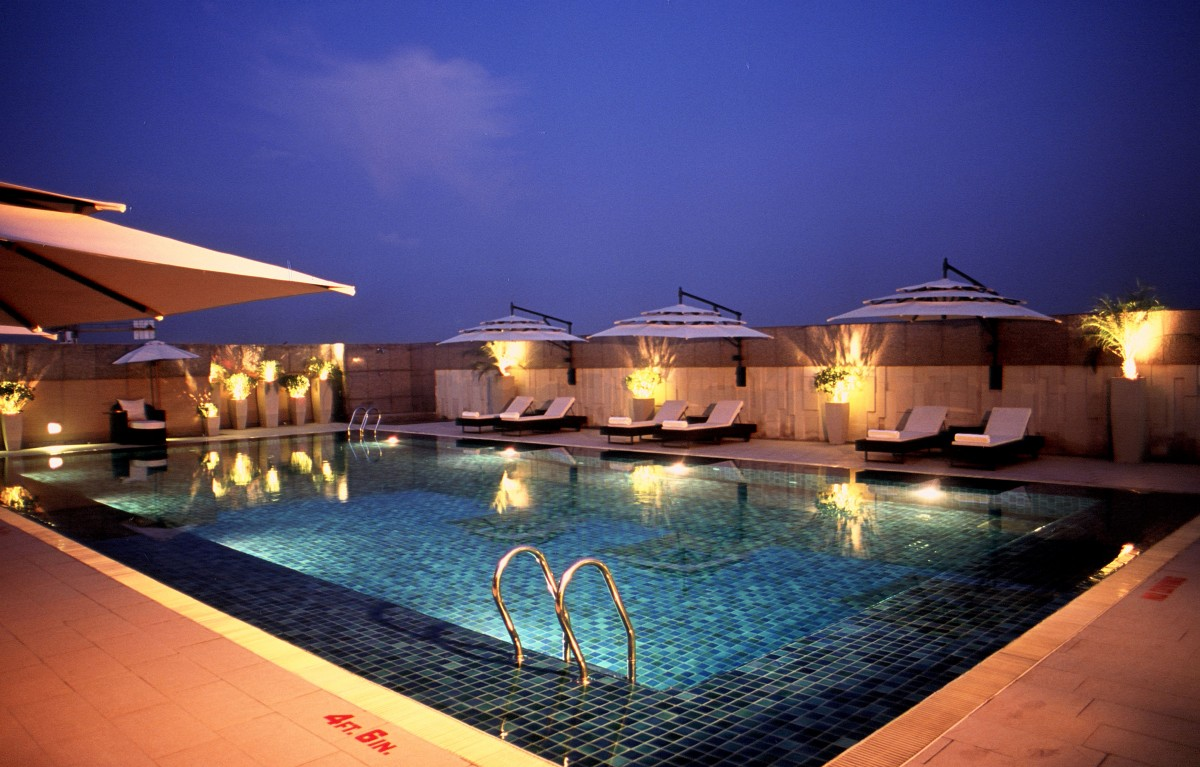 Services Roof Top Swimming Pool New Delhi Hotel Svelte Hotel