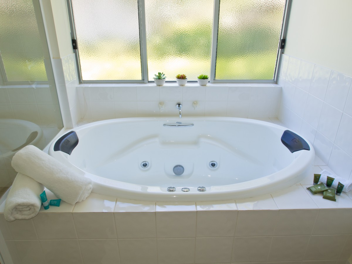 Our Rooms & Villas - 3-Bedroom Garden Spa Villa Busselton Hotel ...