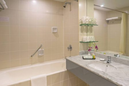 PremierTwinSeaview-Bathroom_7690