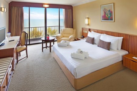 bayview-hotel-penang-rooms-and-suites-executive-suite-image03