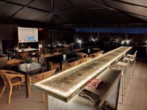 台中飯店少有的恆溫游泳池,是產品發表、露天泳池派對、求婚、外拍最佳場地,伴著藍天綠意,恣意徜徉悠閒裡,是放鬆身心、享受陽光的絕佳去處,提供各式調酒,各式客製餐點