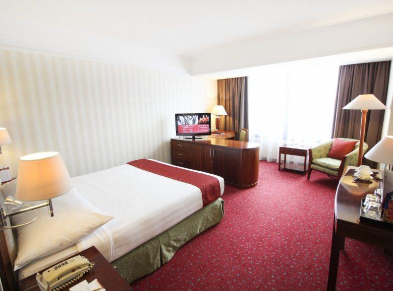 Redtop Hotel In Pecenongan