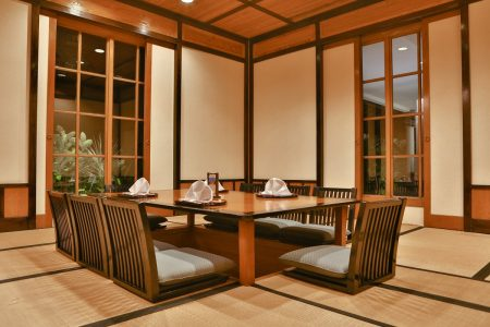 Genji-Japanese-Restaurant-Teppanyaki-Dining-Table-Garden-View