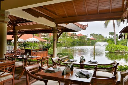 Waterfall-Restaurant-View-to-Lagoon-Fountain